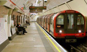 london underground commuters